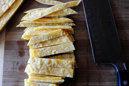 cutting-tortilla-strips-tortilla-soup
