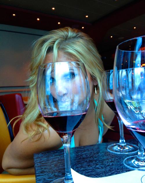 ceja-vineyards-wine-club-cruise-dalia-ceja-selfie