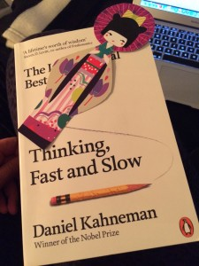 Thinking, Fast and Slow af Daniel Kahneman og min fine Anime fra Paris