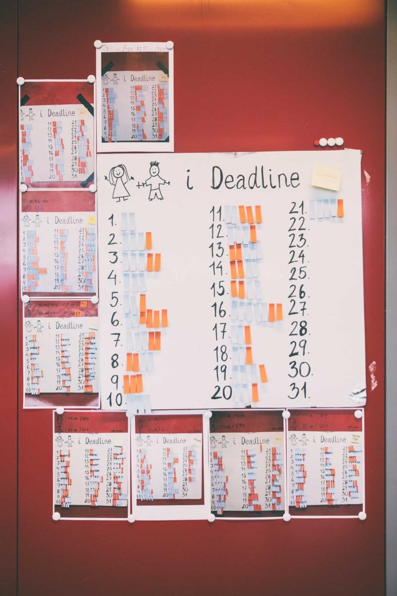 Den store tavle på Deadlines redaktion synliggør fordelingen af hhv. mænd og kvinder i alle udsendelser.  Kilde: Journalisten.dk  Foto: Jonas Pryner Andersen
