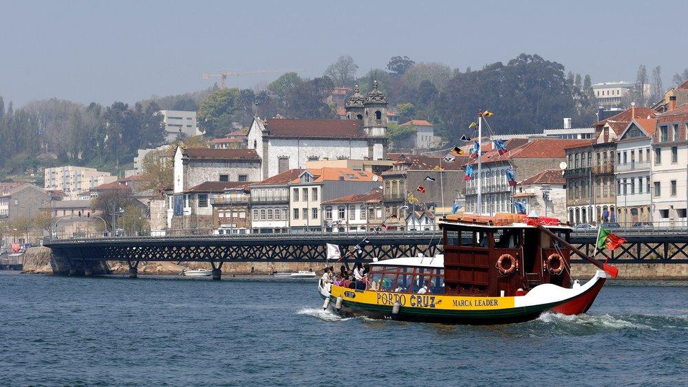 6 Bridges Boat Trip