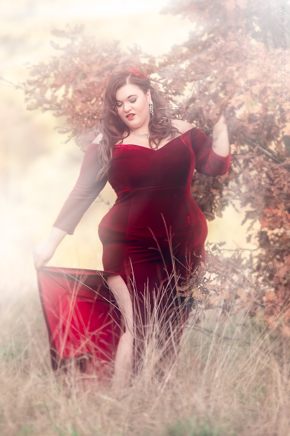 'Red Shine' - Model : Lacey Noire  November 2018