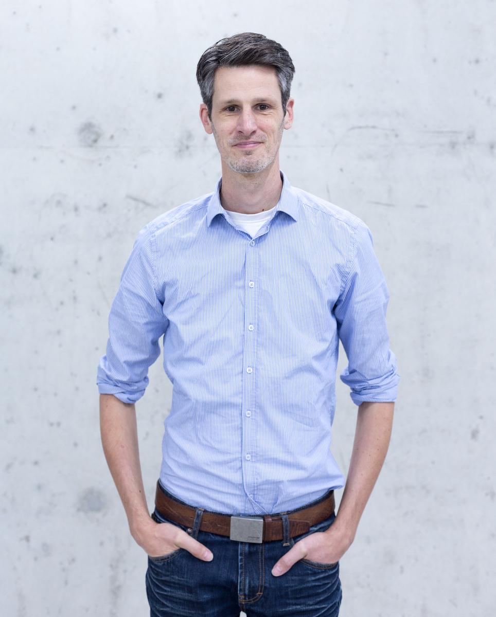 Marc studierte Mathe, BWL und Informatik in Hannover. Nach seinem Studium engagierte sich Marc Junker als Gründer, Vorstand, Investor und Aufsichtsrat in europäischen und US-amerikanischen Startup-Unternehmen. Unter anderem war er Mitgründer der mobileview AG und Investor von Smaato Inc.