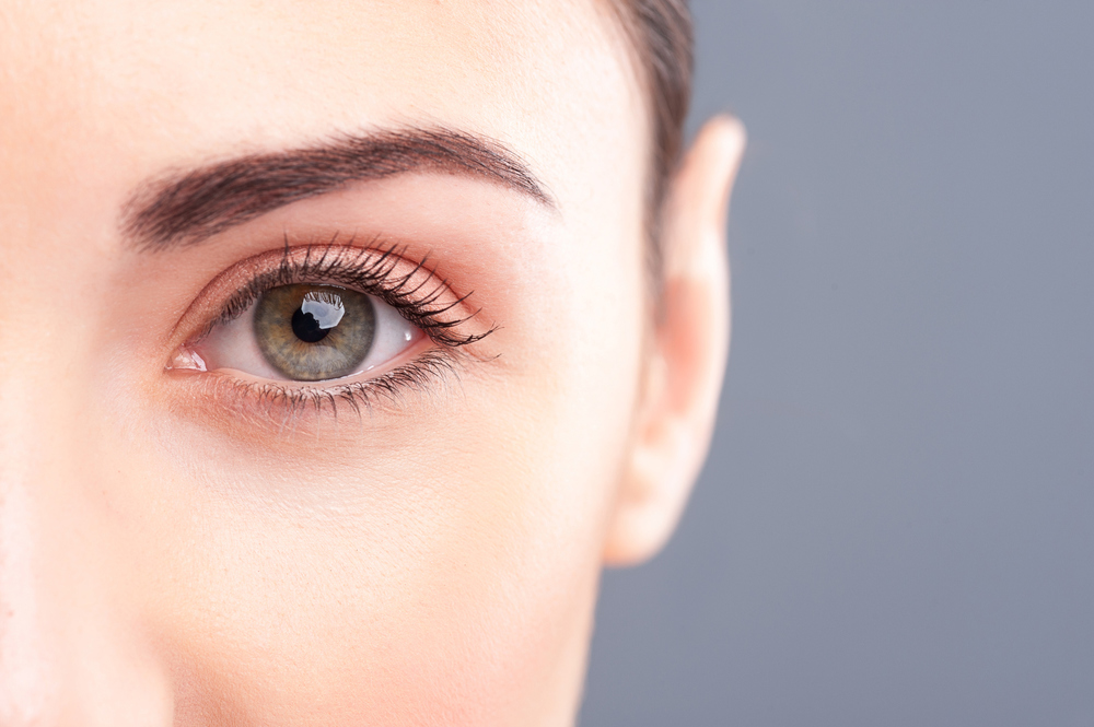 A youthful look encompasses well-rested, natural looking eyes, but also a well positioned brow with minimal lateral hooding