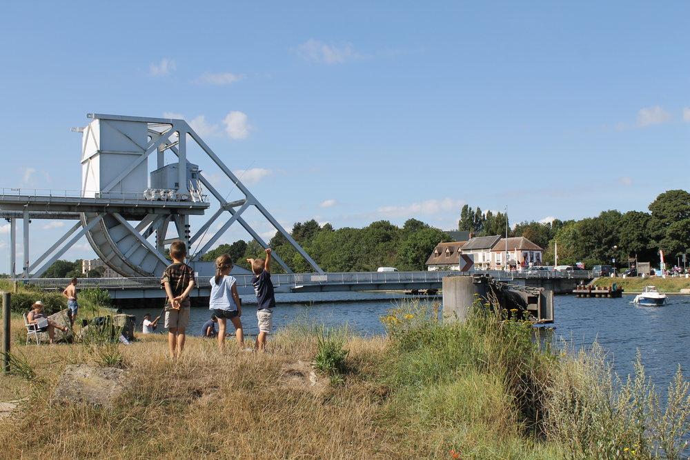 """Pegasus Bridge : """"Vous tiendrez ce pont jusqu'à l'arrivée des renforts !"""""""