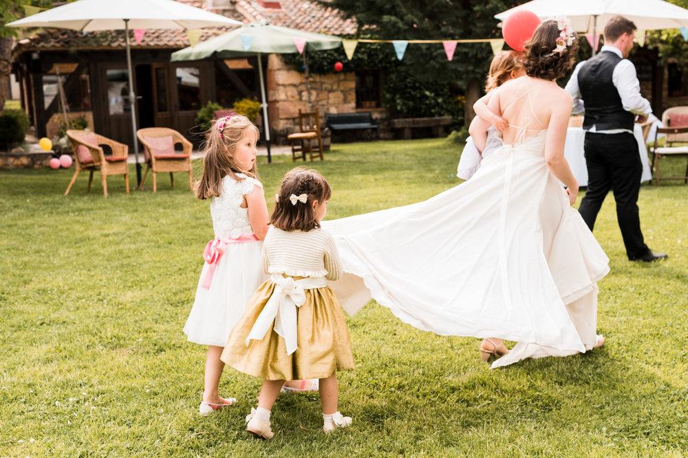 bambini che portano il velo