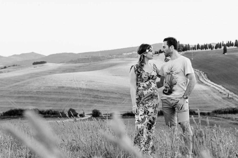 panorama toscano bianco e nero coppia felice