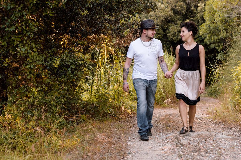 coppia innamorata passeggiata