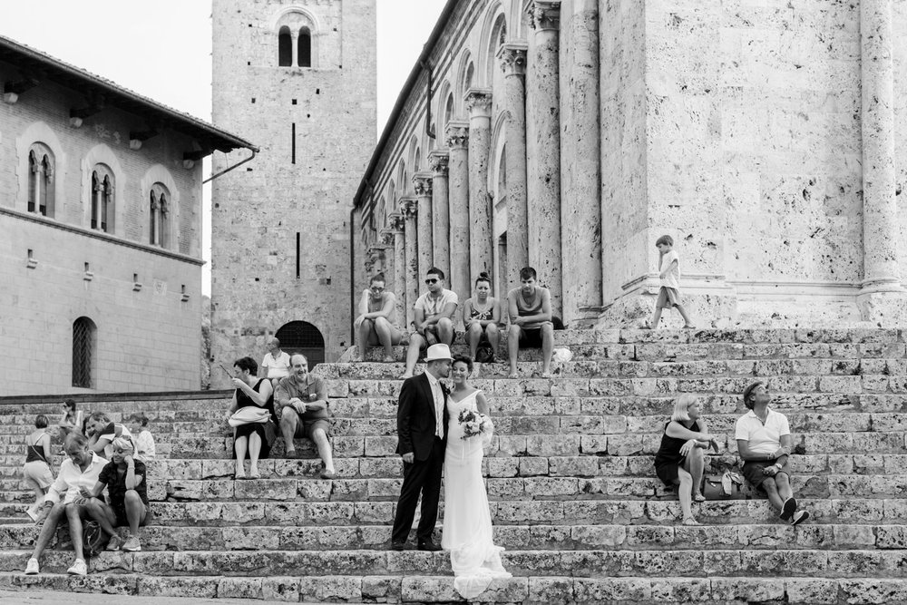 fotografia-sposi-bianco_e_nero-massa_marittima-piazza
