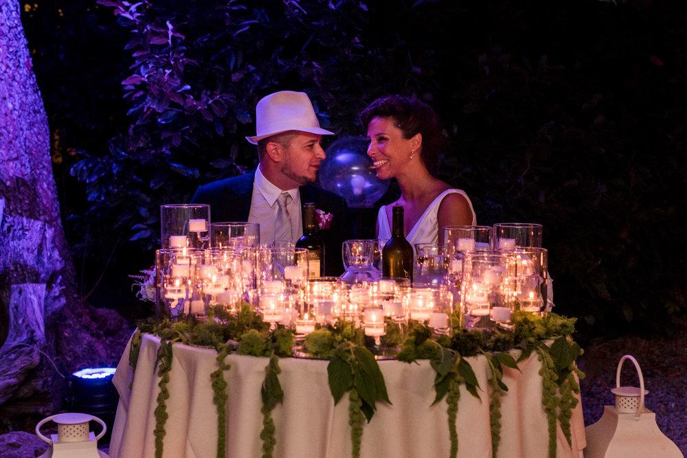 fotografia-sposi-tavolo-candele-cena-antico_convento_montepozzali