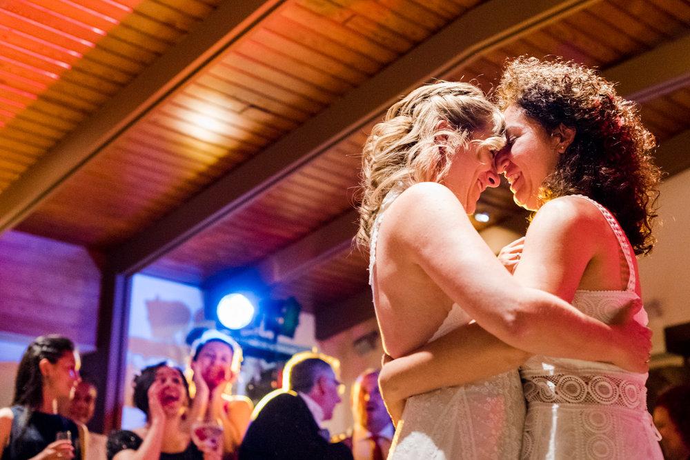 ballo-spose-amore-abbraccio