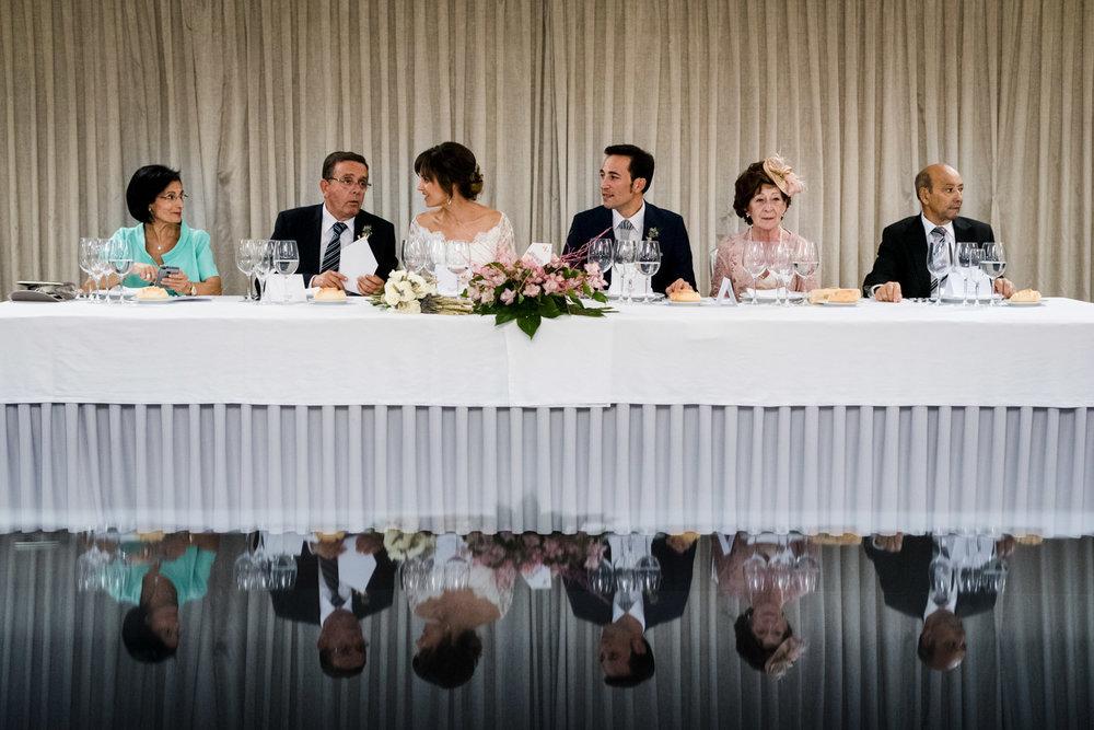 mesa-banquete-novios-padres-familias-reflejo