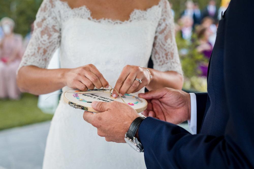 mani-sposi-anelli-fedi-si_voglio