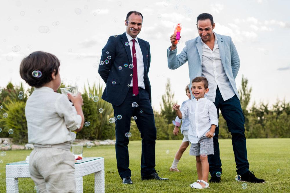 bambini-gioco-bolle_di_sapone