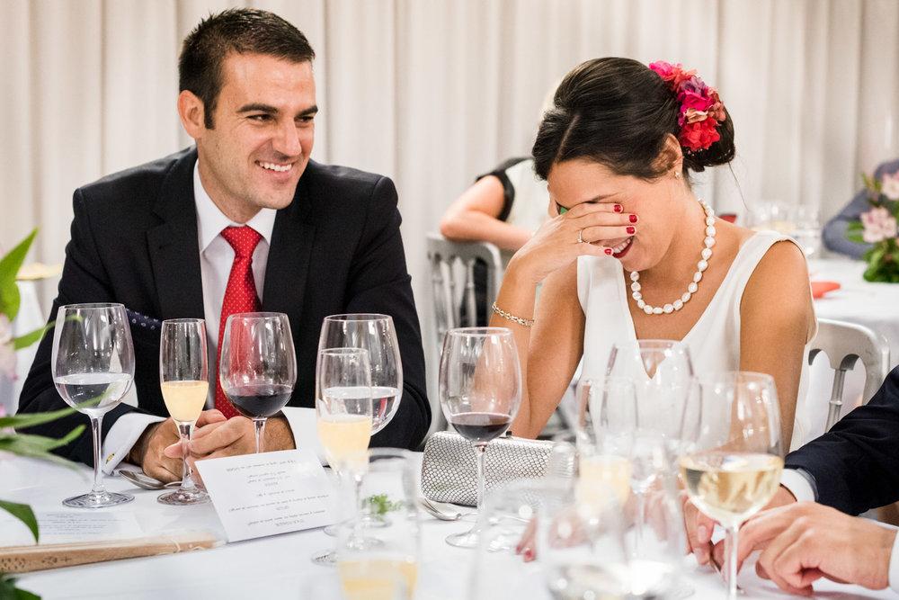 invitati-risate-sorriso-ristorante