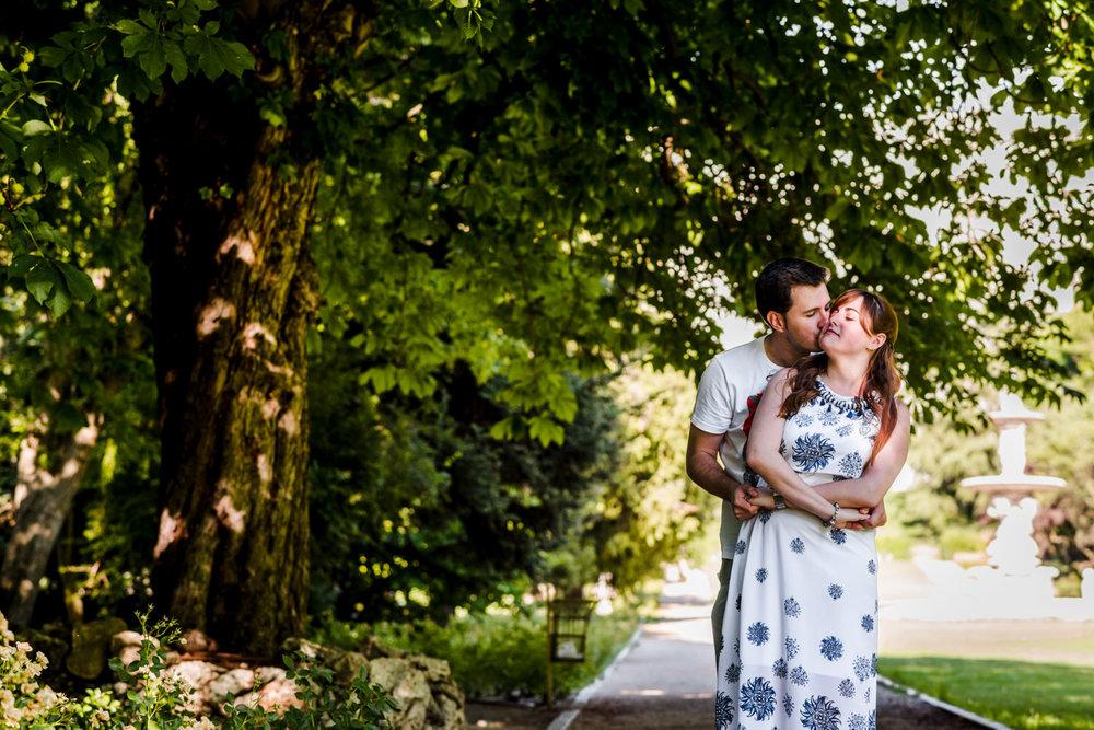 abbraccio-fidanzati-sorriso