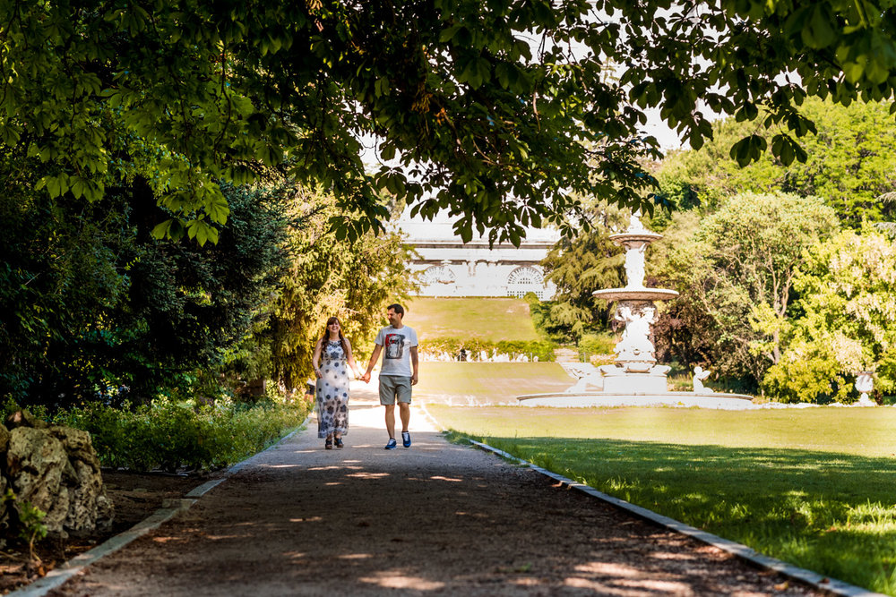 paseo-pareja-parque-palacio_real