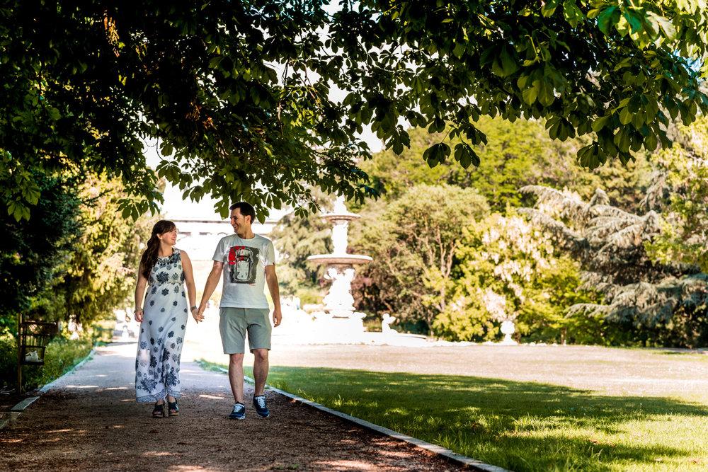 manos_en_las_manos-paseo-parque-amor