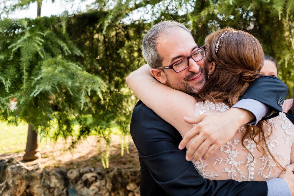 abraccio-amico-sposa-felicità