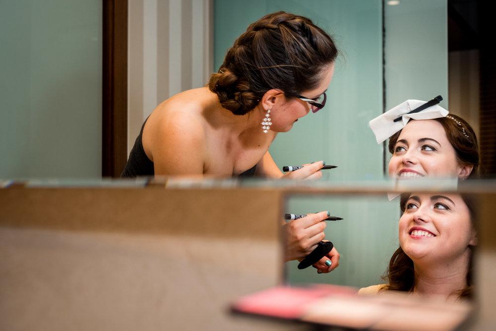maquilladora-preparativos-novia-sonrisa
