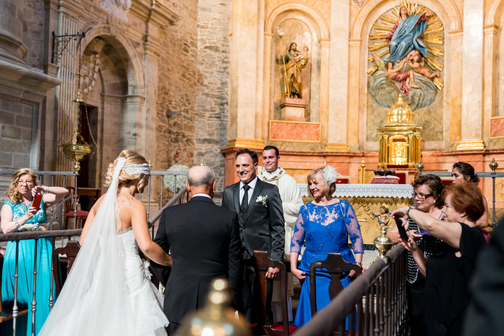iglesia-villafranca_del_bierzo-Collegiata_santa_maria_cluniaes-novios