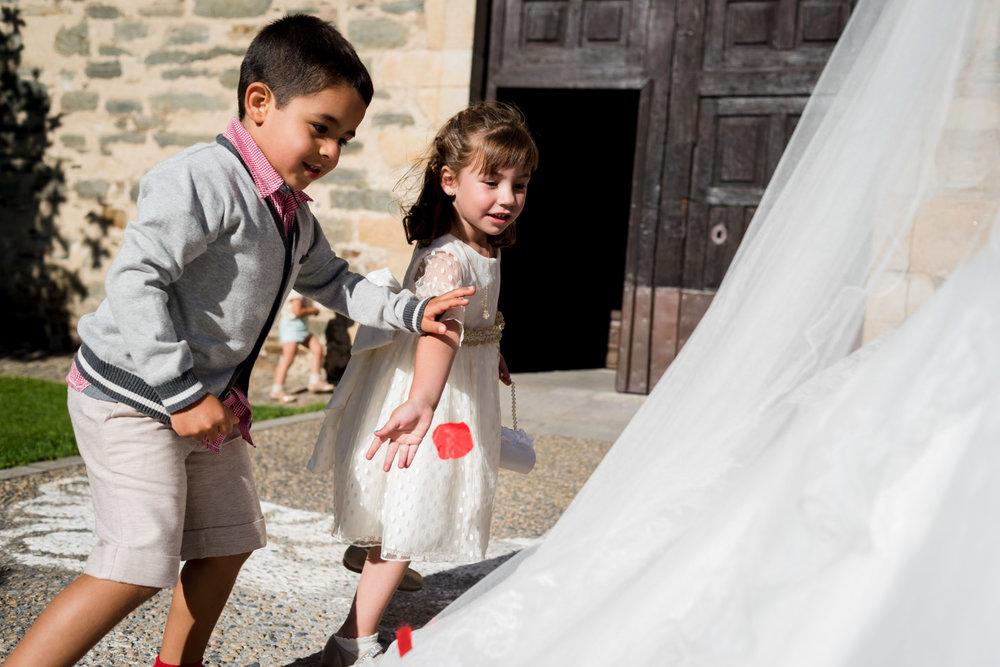 niños-juego-traje_de_novia