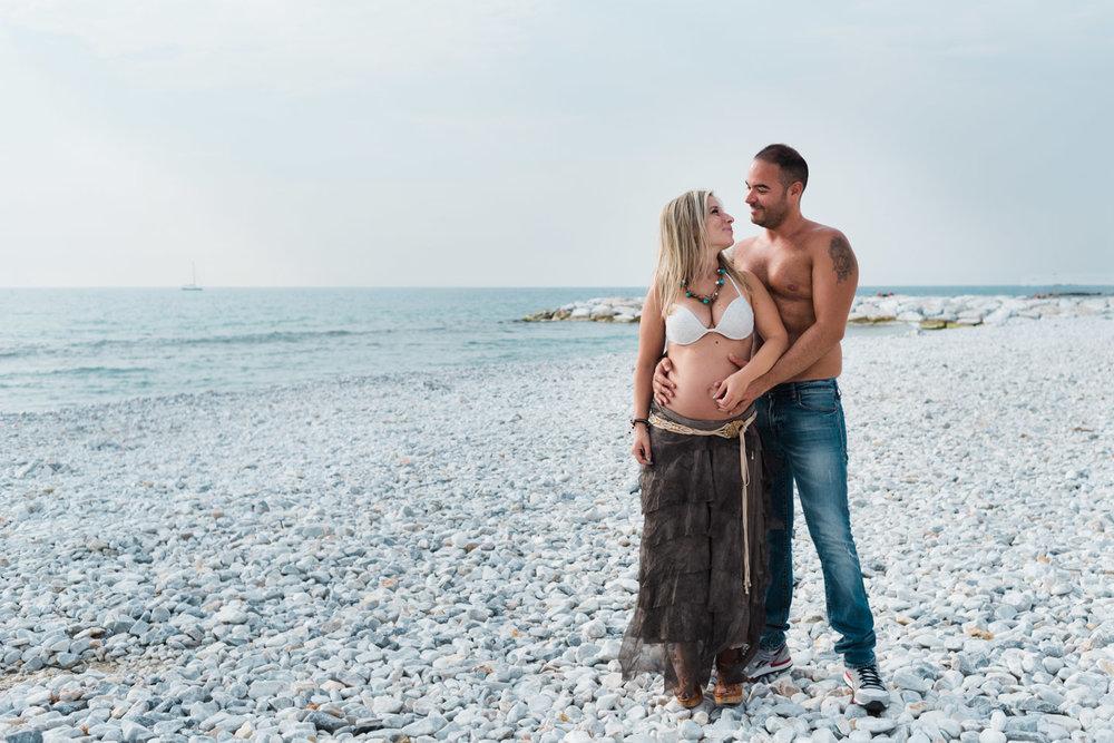 fotografia-coppia-innamorati-dolceattesa-maternità-spiaggia-livorno_0005.jpg