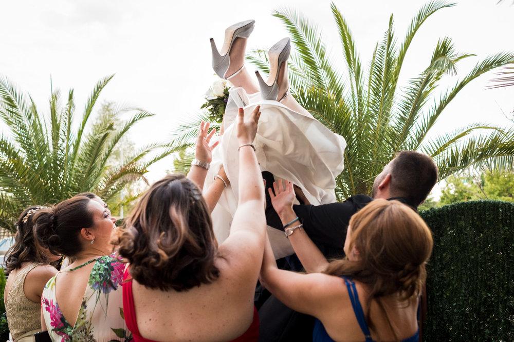 fotografia-matrimonio-religioso-divertente-dolce
