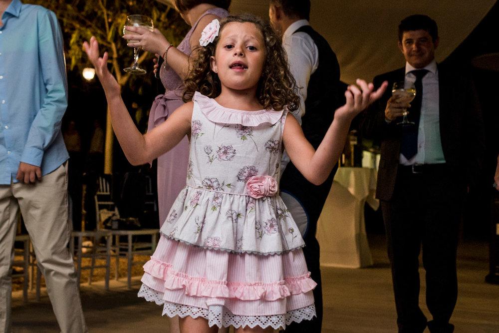 niña-baile-alegria