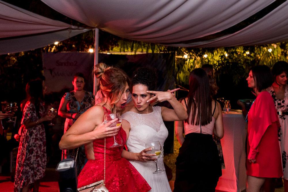 novia-fiesta-baile-divertimiento