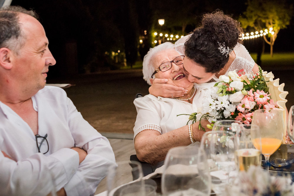 sposa-nonna-bouquet-felice-amore
