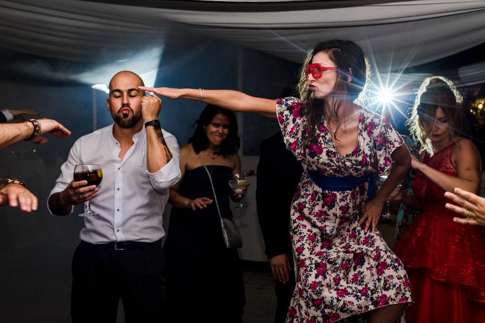 amici-ballo-occhiali-festa