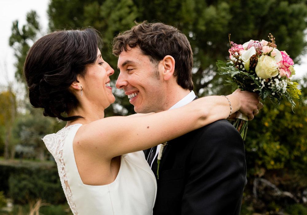 abbraccio-sorrisa-sposi-amore