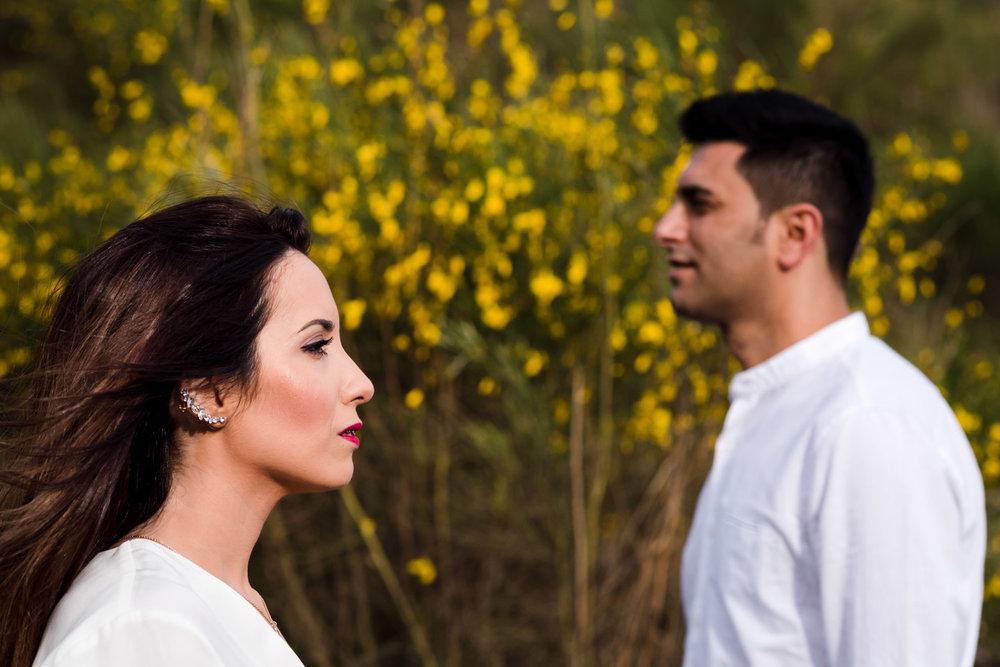 miradas intensas y llena de amor entre enamorados
