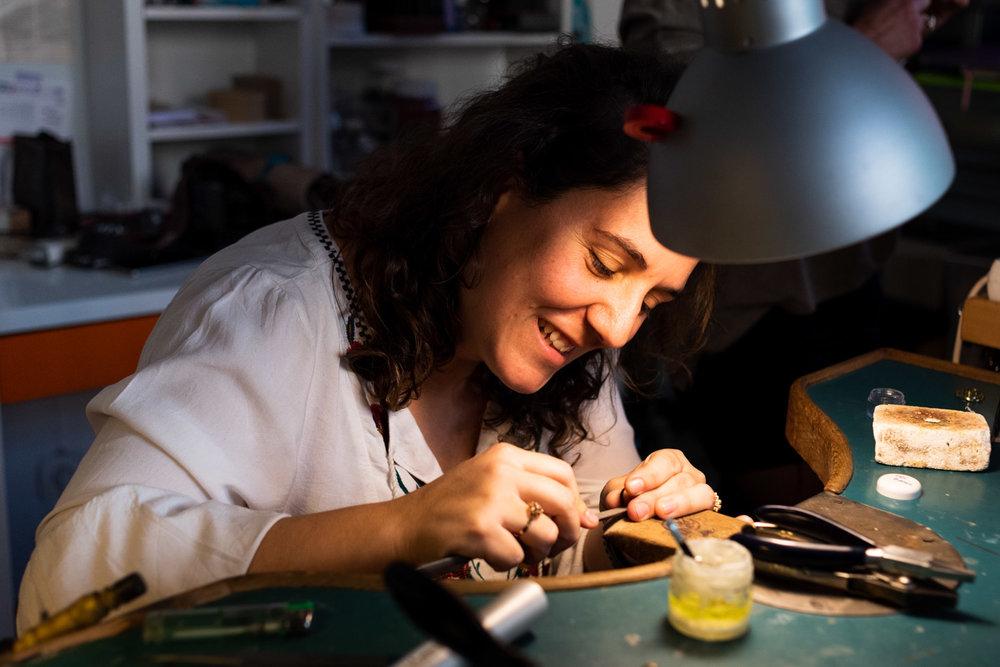Irene Zaera trabajando en su estudio