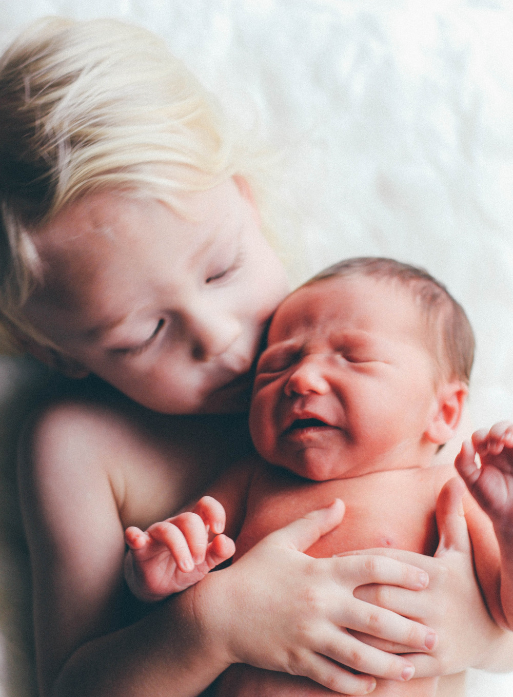 brothers, siblings, sibling kisses, newborn and toddler photography, newborn photos, newborn and toddler photography, s