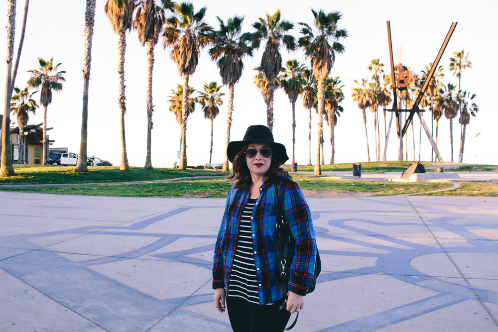 stripes and plaid, how to mix prints, california fashion, gap, old navy flannel, the perfect red lip, black hat, brim hat, how to style hats,