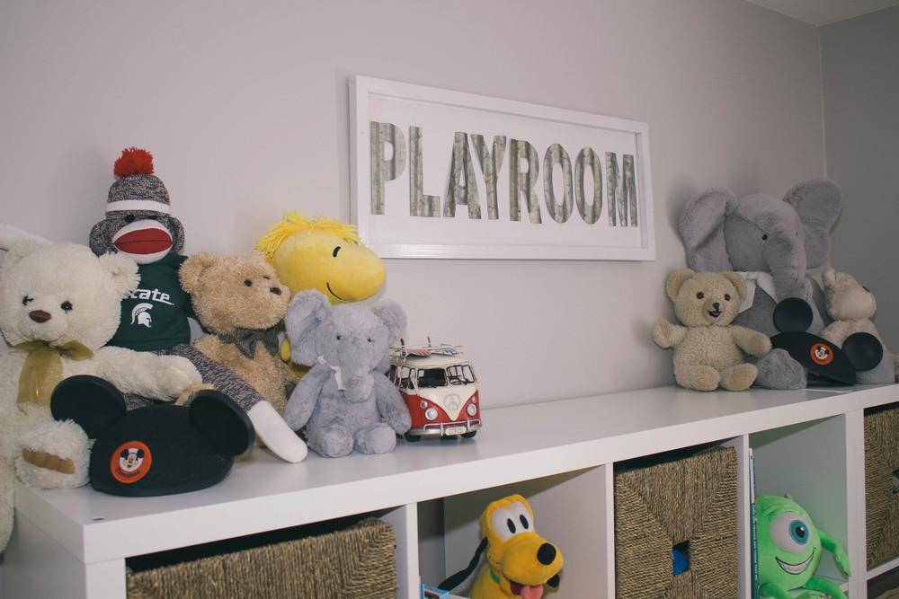 playroom, stuffed animals