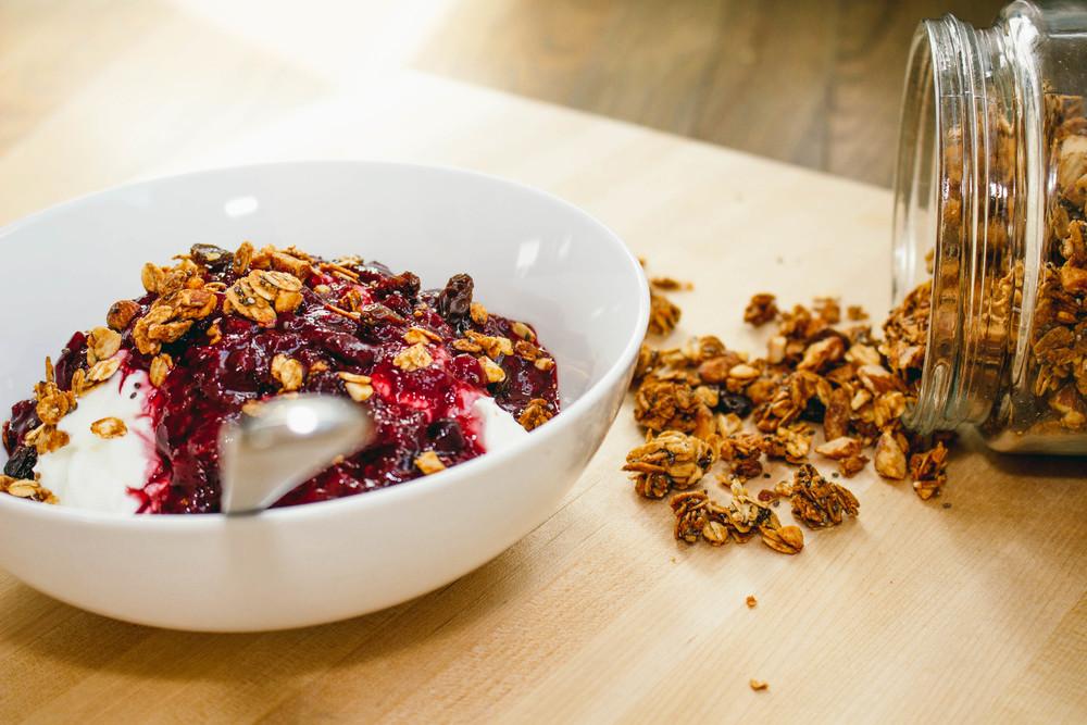 greek yogurt fruit blends, greek yogurt, fruit, healthy snack choices, breakfast, pre-planned breakfast, how to save time in the morning, frozen berries, apple juice,
