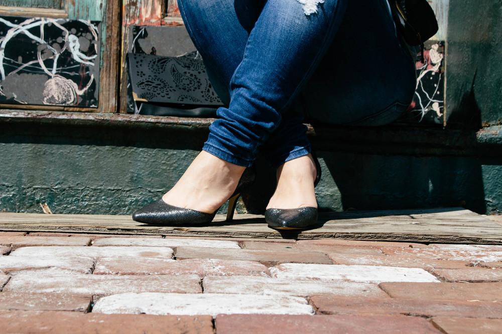 black heels, black heels with denim, how to wear skinny jeans and heels, sam edelman heels,