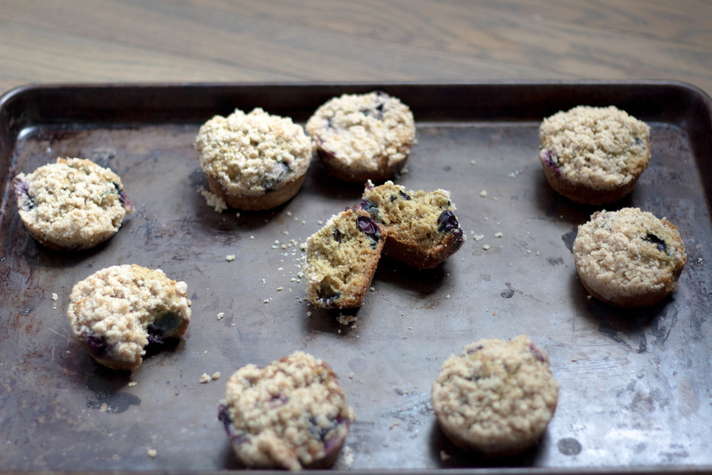 blueberry lemon muffins, coconut crumble, breakfast, morning snacks, easy recipes for breakfast, agave, coconut oil, greek lemon yogurt, blueberry, egg whites, lemon extract, lemon zest, oat flour, flax seed, raw sugar, how to make muffins with coconut crumble,