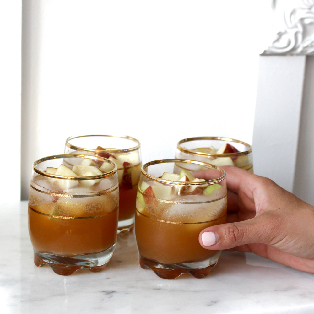 apple cider sangria, fall drinks, apples, apple cider, using apples in sangria, sparkling wine, brandy, at home sangria, sangria recipe,