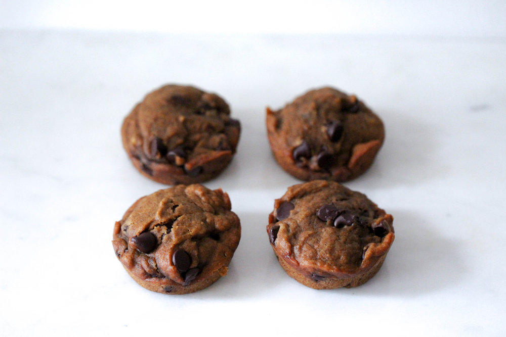 pumpkin chocolate muffins, muffins, cooking with pumpkin and chocolate, holiday muffins, maple syrup, pumpkin puree, pumpkin pie spice, cinnamon, chocolate chips, muffin recipe, holiday muffin recipe,