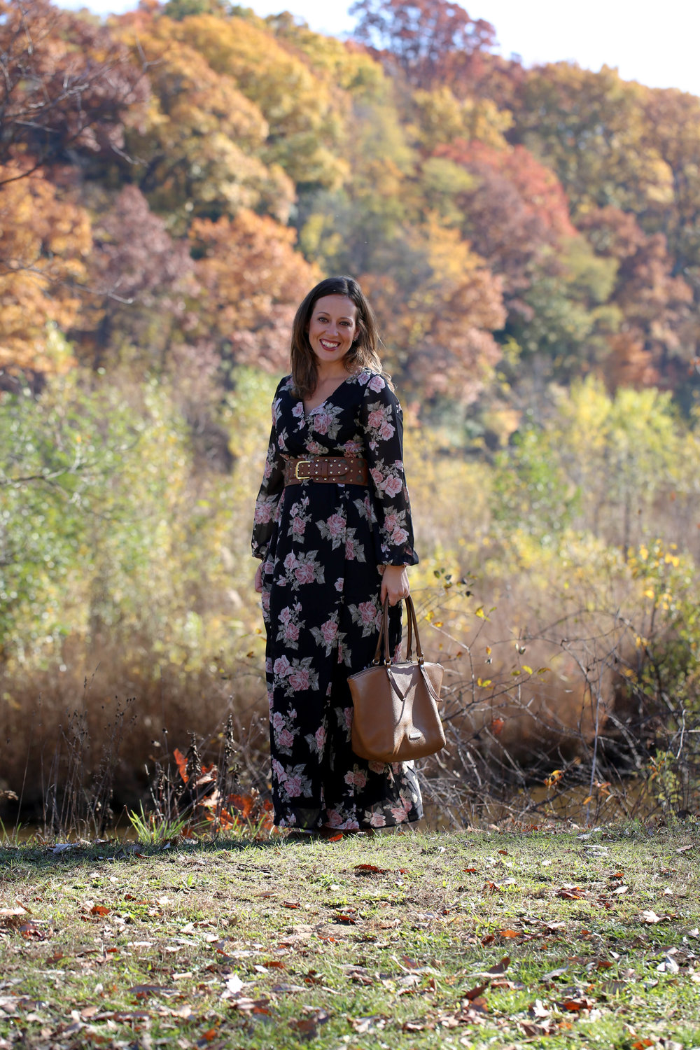 fall floral maxi dress outfit, fall florals, fall fashion, maxi dress, floral dress, how to wear one piece multiple ways, accessorize with belts, autumn style, florals for women,