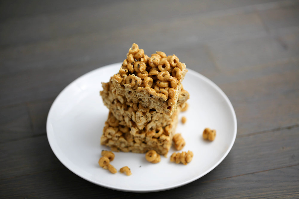 peanut butter protein cereal bars, how to use peanut butter, Crazy Richard's Peanut Butter, organic honey, cheerios, chia seeds, flax seeds,