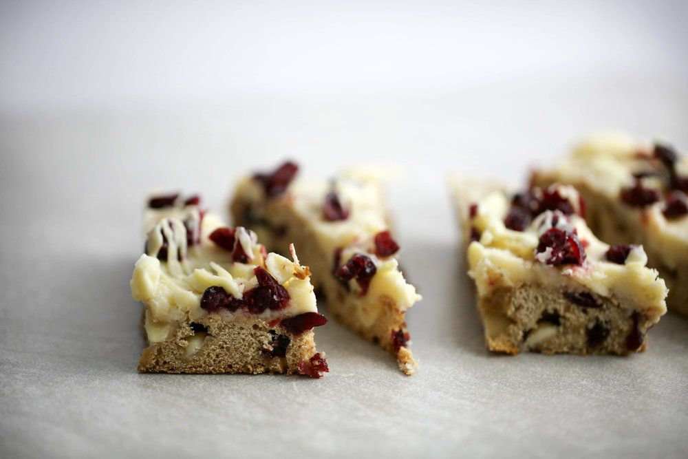 healthy treats, snacks and sweets, cranberry bliss bars, cranberry bars, how to make cranberry bliss bars,