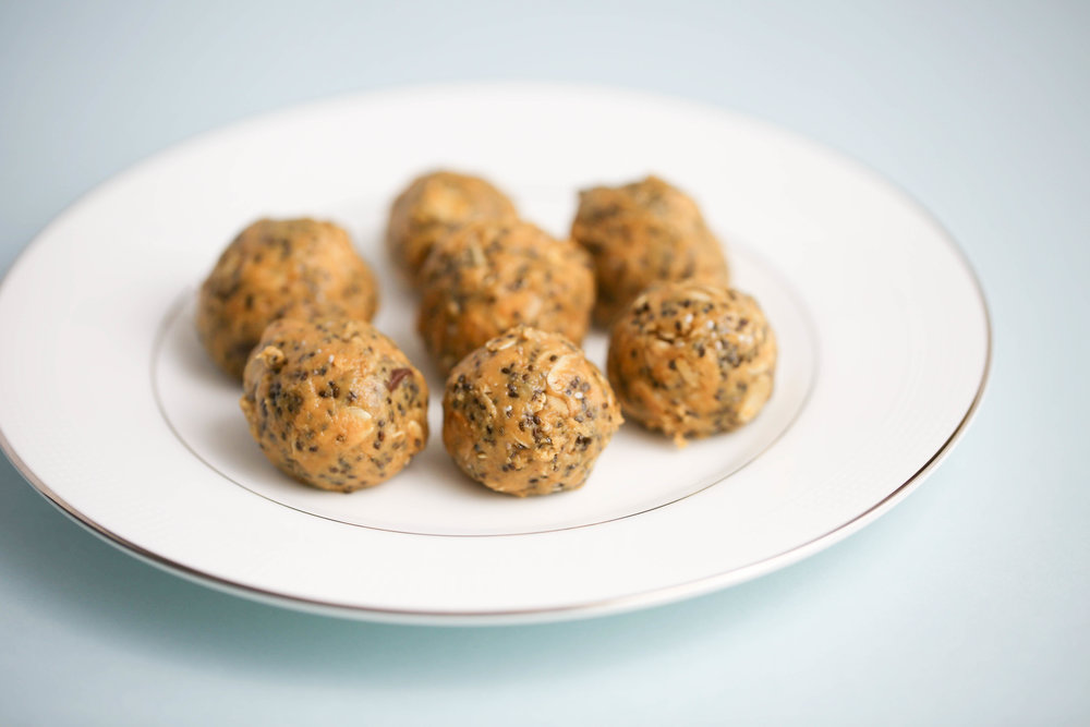 Crazy Richard's Peanut Butter, chocolate peanut butter energy balls, chocolate and peanut butter, energy snacks with chocolate, recipe with chocolate and peanut butter, chia seeds, how to make energy snacks that taste good,