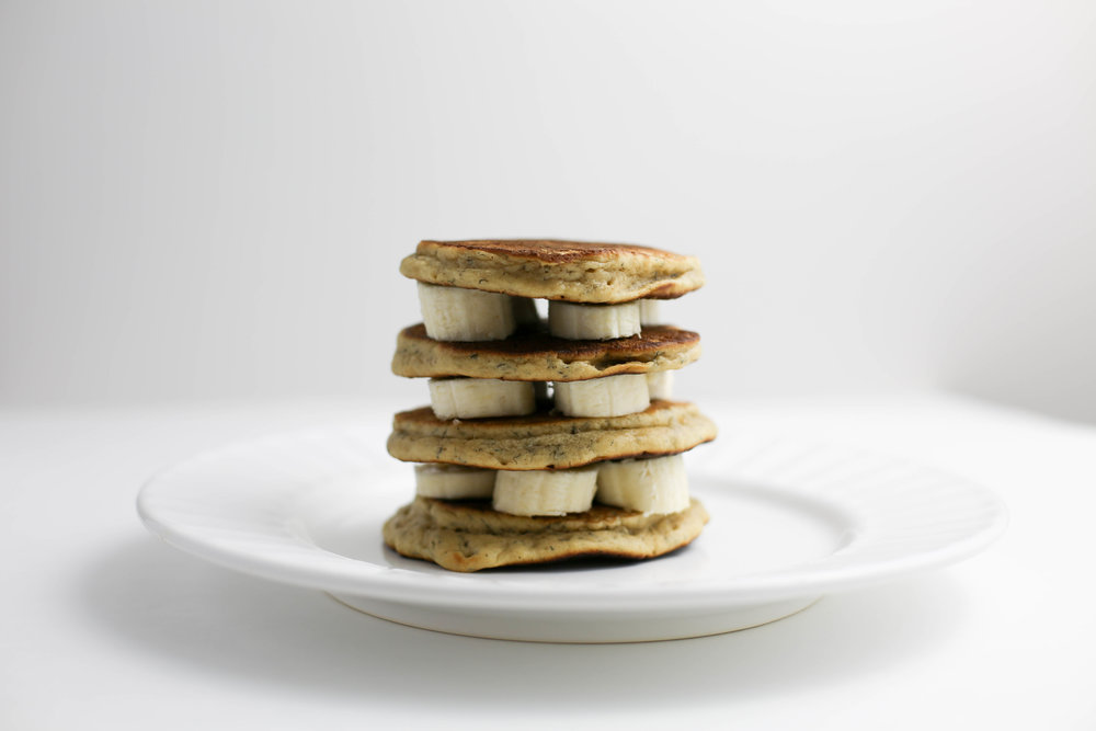 peanut butter and banana pancakes, how to make peanut butter pancakes, peanut butter, peanut butter and bananas, no refined sugars,