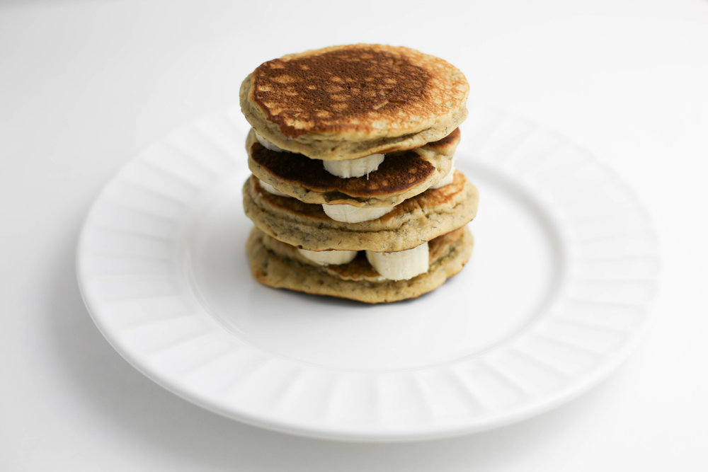 peanut butter and banana pancakes, how to make peanut butter pancakes, peanut butter, peanut butter and bananas,