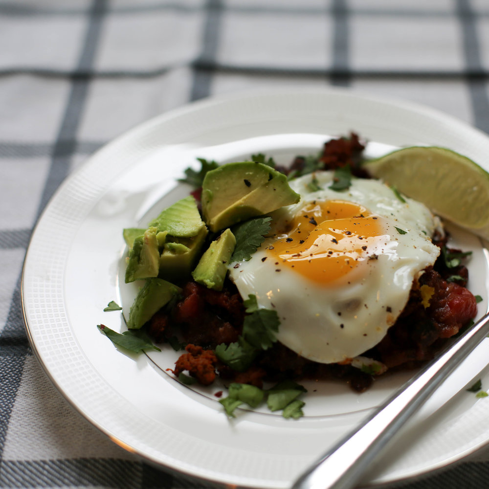 chorizo, eggs and black bean breakfast recipe, sunny side up egg, avocado, black beans, chorizo, mexican style, breakfast, spicy breakfast